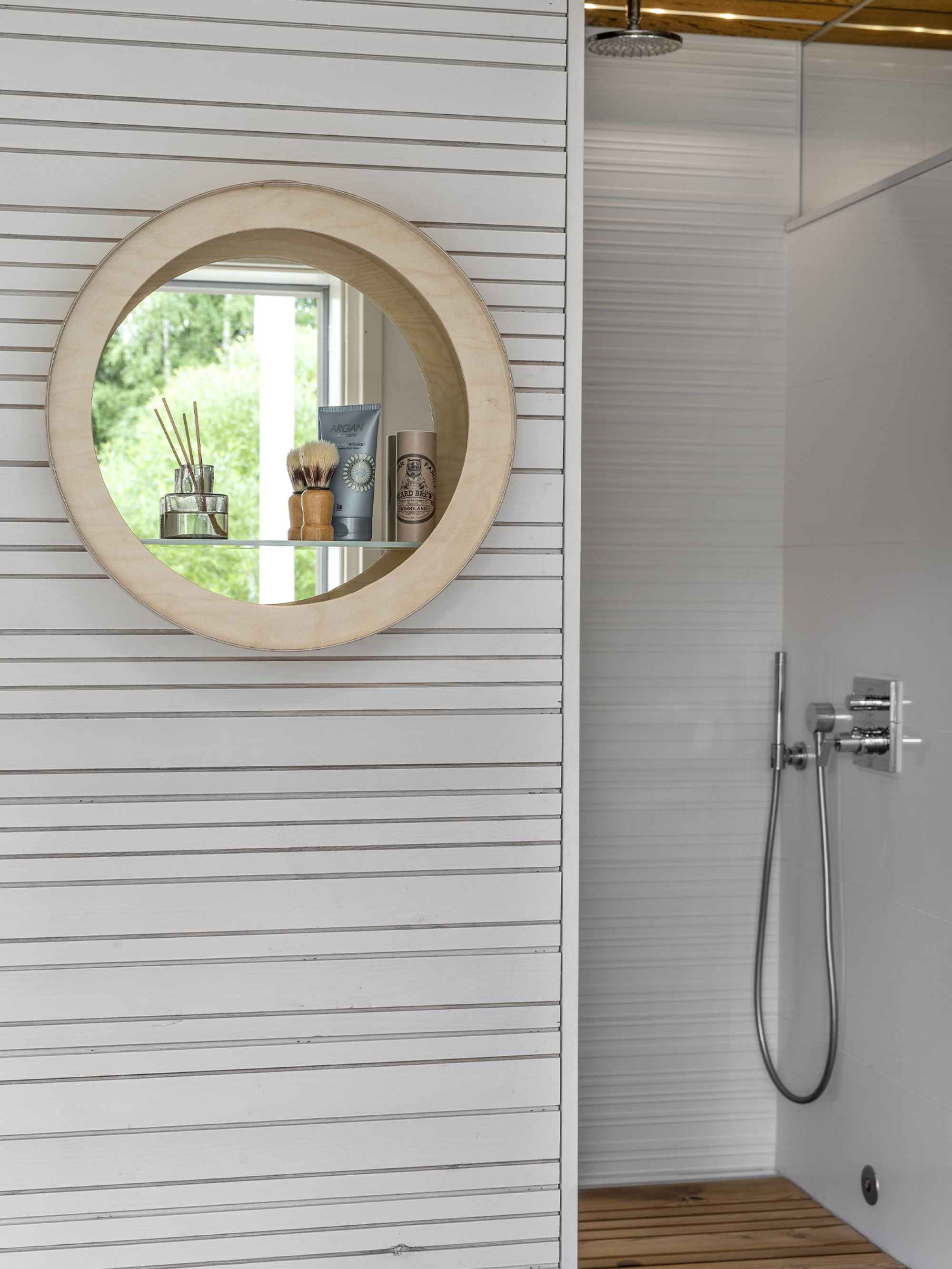 Special wooden shelf with mirror